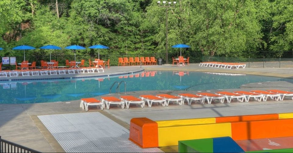 Pigeon Forge Country Cascades Outdoor Pool with Zero-entry access
