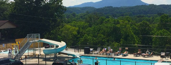 Quality Inn on the Parkway in Pigeon Forge Outdoor Pool with Water Slide and mountains in the background wide