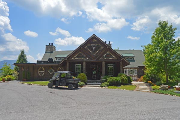 the-buckberry-lodge-pigeon-forge-front-check-in-cabin-and-restaurant-600