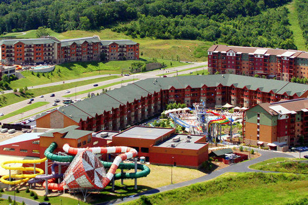 Top view of the Wilderness at the Smokies with view of rooms and outdoor water park 600