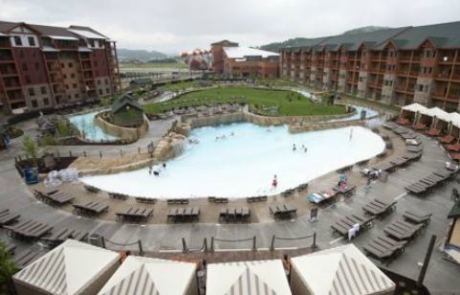 wilderness-smokies-outdoor-pool